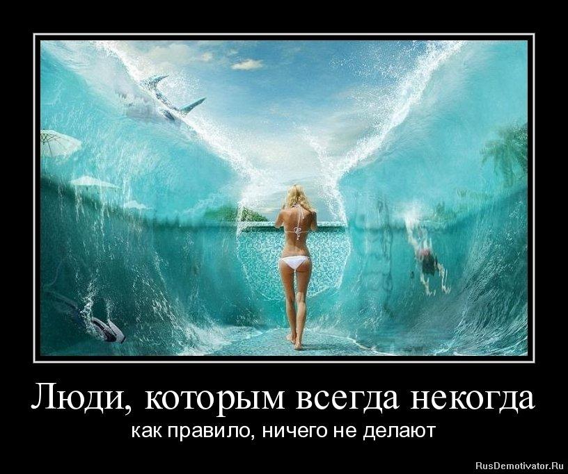 Бежит, голая девушка из сладкой жизни гуляющая рядом